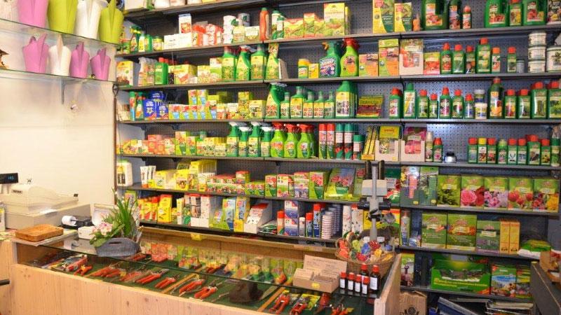 Düngemittel, Pflanzenschutz, Gießkannen und Gartenwerkzeuge